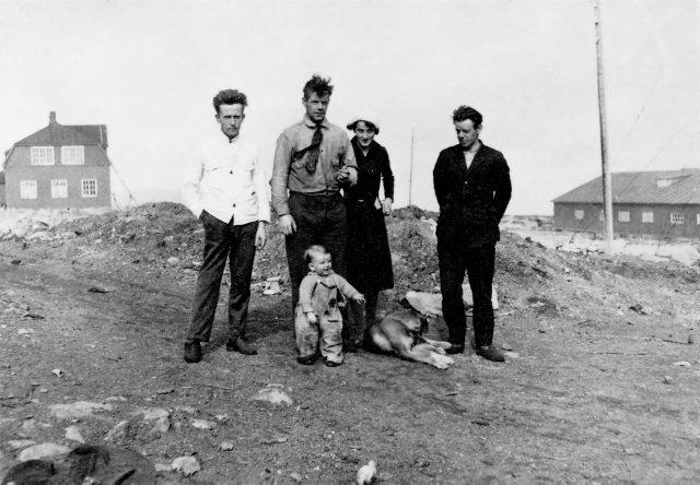 Familien Øien på Tunheim. Foto: Norsk Polarinstitutt