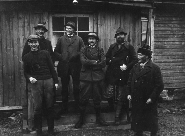 Tysk fangstekspedisjon og norske ekspedisjonsmedlemmer. Foto: Norsk Polarinstitutt