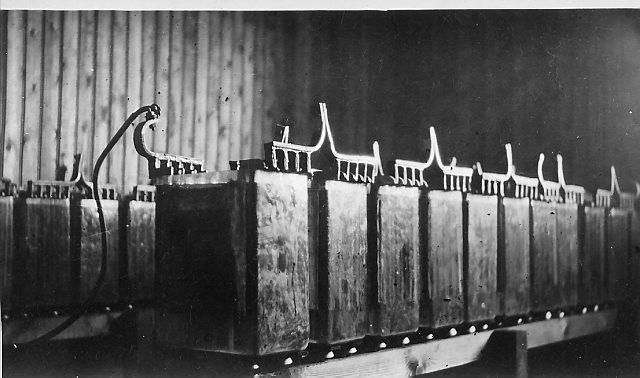 Batterier på Bjørnøya Radio. Foto: Norsk Polarinstitutt