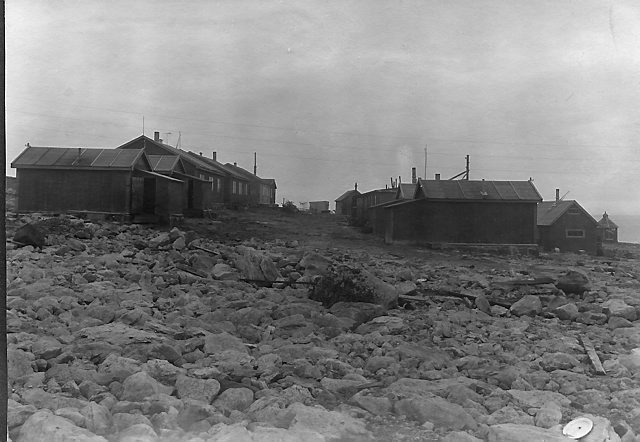 Arbeiderboligene på Tunheim. Foto: Norsk Polarinstitutt