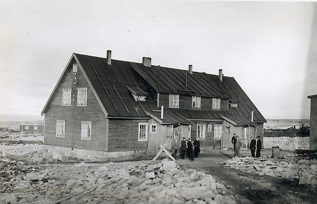 Funksjonærmessa på Tunheim. Foto: Norsk Polarinstitutt