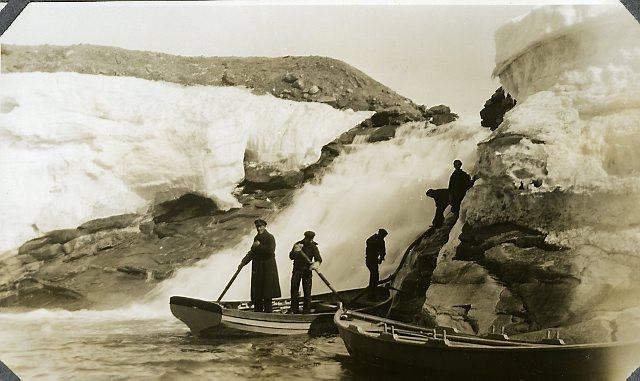 Vannfylling, Fossåa. Foto: Norsk Polarinstitutt