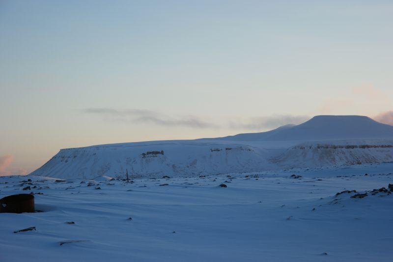 Østlige deler av Misersyfjellet med den karakteristiske klippene med navnet Gygrenova og skaret Jutulsætet. Foto: BOF