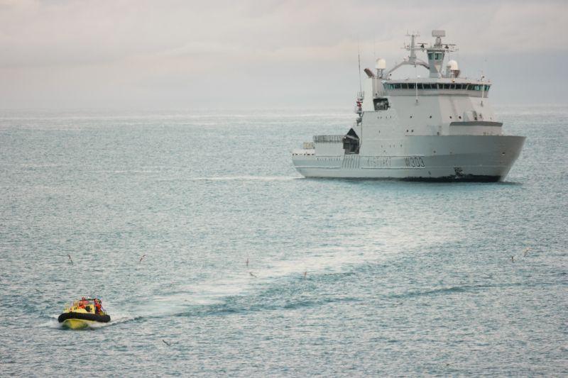 Forsyningene er på vei inn mot land. Foto: BOF