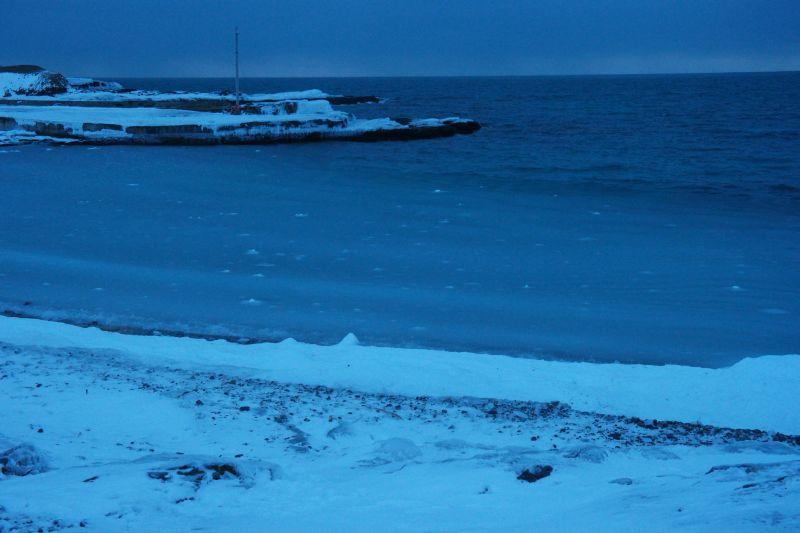 De rådende badeforholdene i Herwighamna Langfredag kveld.