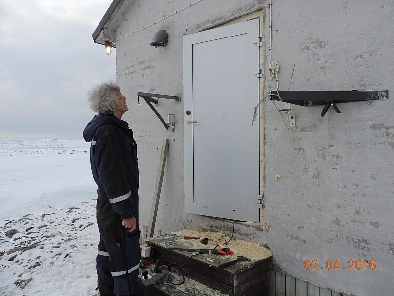 Litt fintenking må til. Men Ted får det til. Og med god hjelp av fotografen. Foto: Oddvar Telstad.