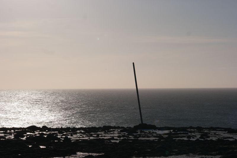 Kapp Kjellstrøm med havet i Kobbebukta badet i kveldssola. Foto: BOF