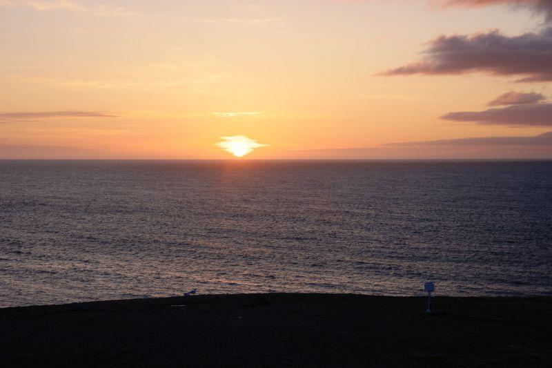 5 kvelder før sola aldri går under havhorisonten, ga den oss et vakker skue. Foto: BOF