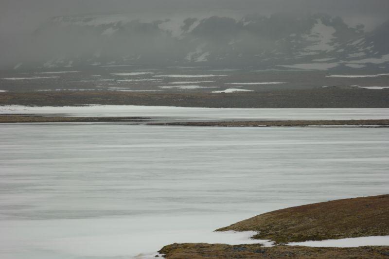 Isen på Laksvatn og Kalven tynnes i det varme vårværet. Foto: BOF
