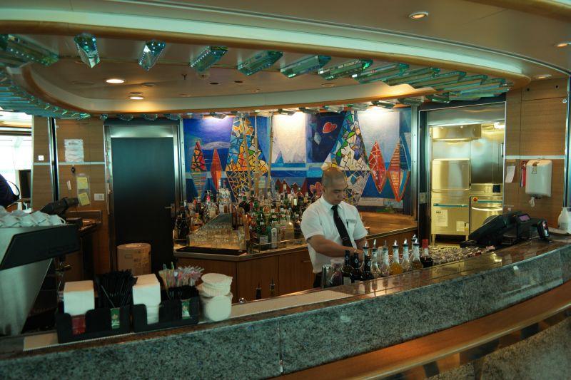 Fra baren om bord. Foto: BOF