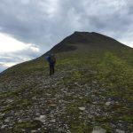 På vei opp Urd - Bjørnøyas høyeste topp