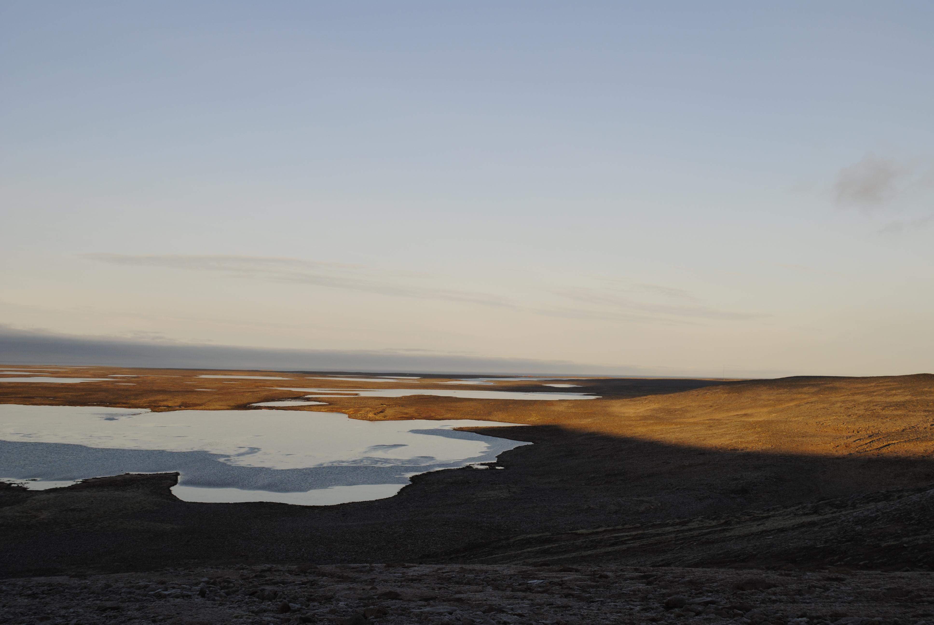 Utsikt fra Raudnuten og nordover. Med godvilje ser man stasjonen i horisonten