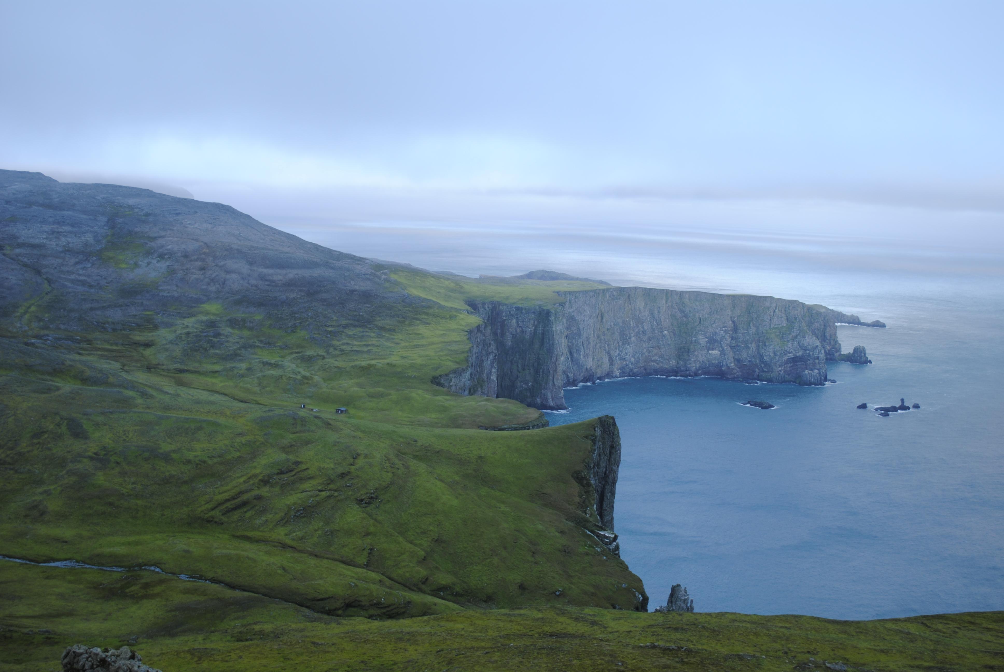 Grønt og frodig i sør. Utsikt mot Revdalen og Antarcticfjellet