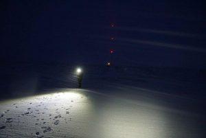 På leting etter traséen i mørket.