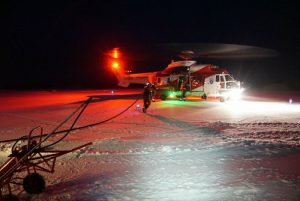 Helikopteret fra Longyearbyen har landet.
